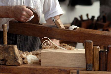 Quel est le salaire moyen d'un charpentier travaillant à domicile ?